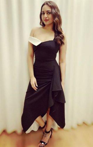 sonakshi-senh-pictures28-316x500 Sonakshi Sinha Outfits-25 Dressing Styles of Sonakshi to Copy