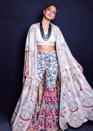 sonakshi-senha-outfit13-353x500 Sonakshi Sinha Outfits-25 Dressing Styles of Sonakshi to Copy