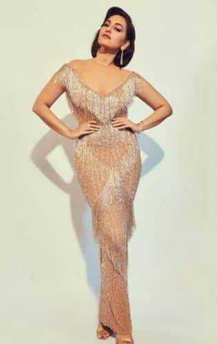 sonakshi-senha-outfit3-315x500 Sonakshi Sinha Outfits-25 Dressing Styles of Sonakshi to Copy