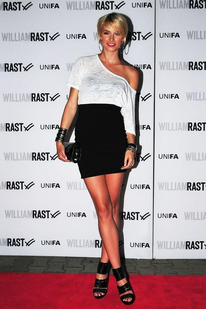 11-A-Scoopneck-Sweater-Style-683x1024 Lena Gercke Outfits-25 Best Dressing Style of Lena Gercke to Copy