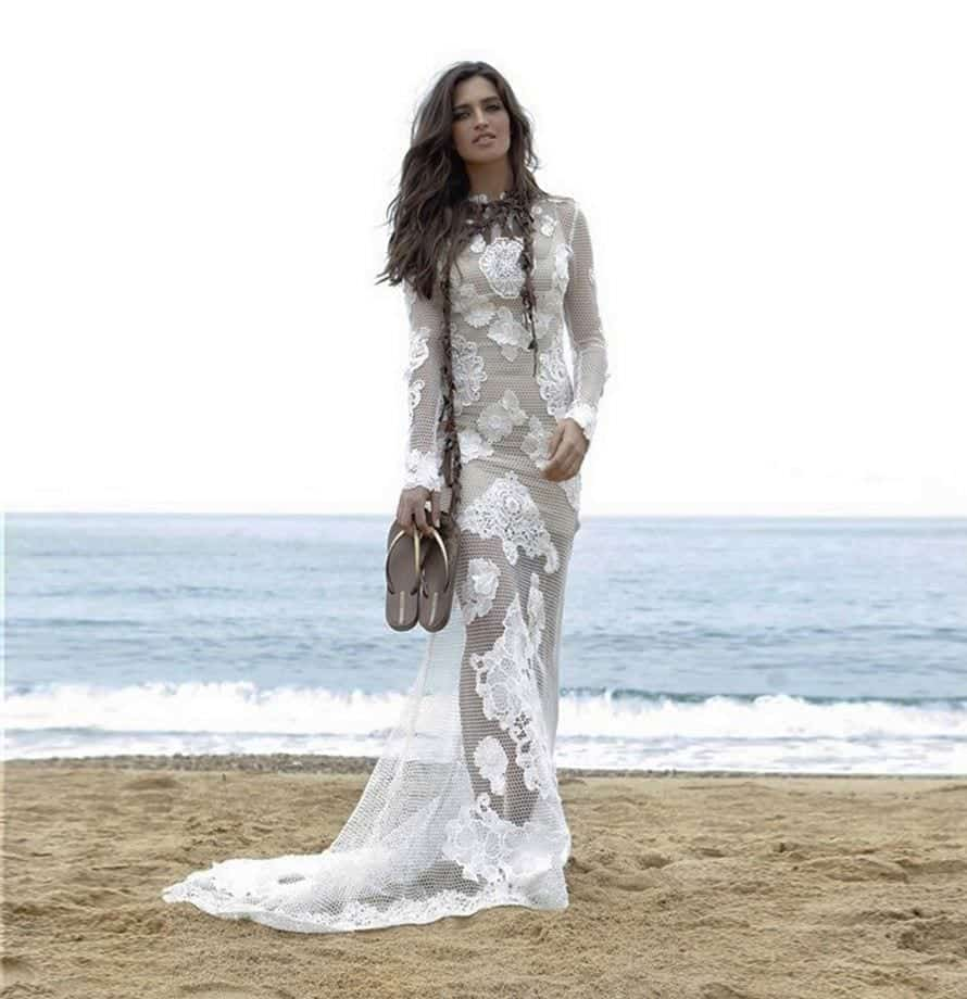 19-An-Overflowing-Lace-Gown Sara Carbonero Outfits-25 Best Dressing of Sara Carbonero to Copy