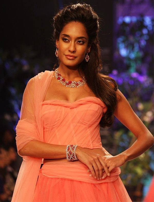 29lisa-haydon4 Lisa Haydon Outfits – 25 Best Dressing Styles of Lisa Haydon