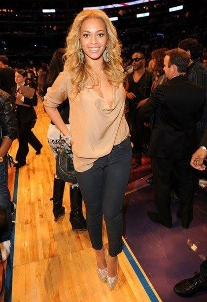8-A-Casual-Nude-Outfit Beyonce Outfits - 25 Best Dressing Styles of Beyoncé to Copy