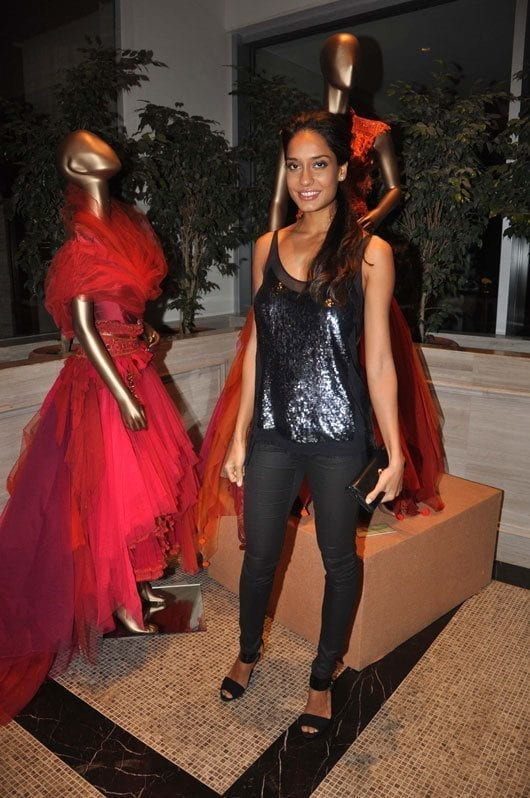 Lisa-Haydon-at-the-Tarun-Tahiliani-Couture-Exposition-2013-in-Mumbai Lisa Haydon Outfits – 25 Best Dressing Styles of Lisa Haydon