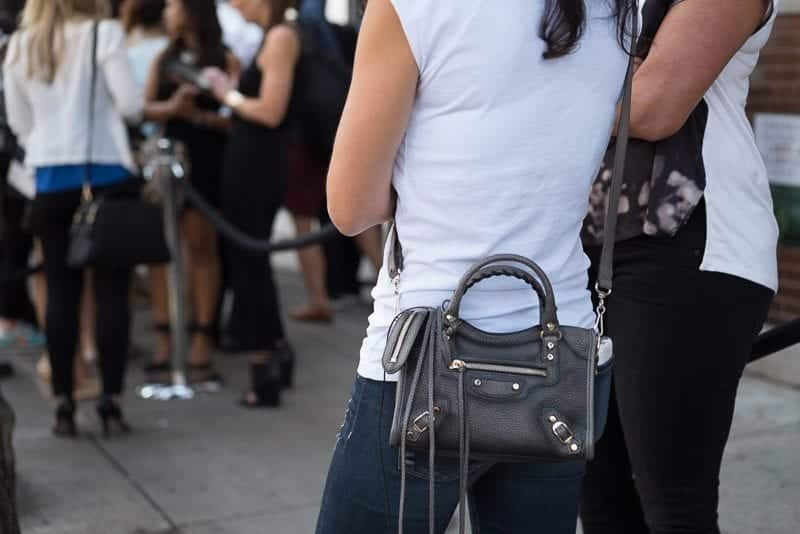 x Best Outfits to go with Tiny Bags-20 Ideas on How to Wear Mini Bags