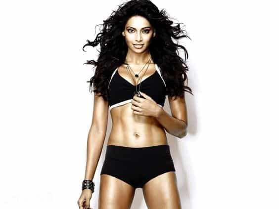 bollywood-workout-outfits-bipasha-basu Bollywood Celebrities Workout Outfits-20 Top Actresses Gym Style