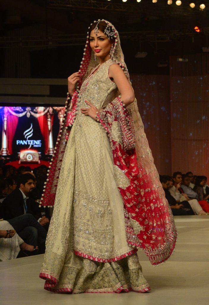 465027-01-02_24401362-704x1024 Bridal Dupatta Settings–17 New Ways to Drape Dupatta for A Wedding