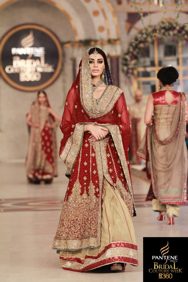 Mehdi-Wedding-Dresses-At-Pantene-Bridal-Couture-Week-Lahore-005 Bridal Dupatta Settings–17 New Ways to Drape Dupatta for A Wedding