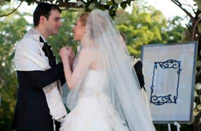 bride-chelsea-clinton-marc-her-groom-jewish-wedding-ketubah-21377037 50 Romantic Jewish Couples-Wedding and Relationship Photos