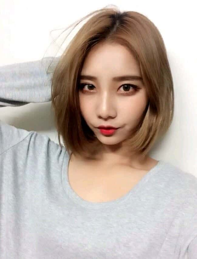 korean-short-hair-look 25 Suitable Hairstyles for Petite Women