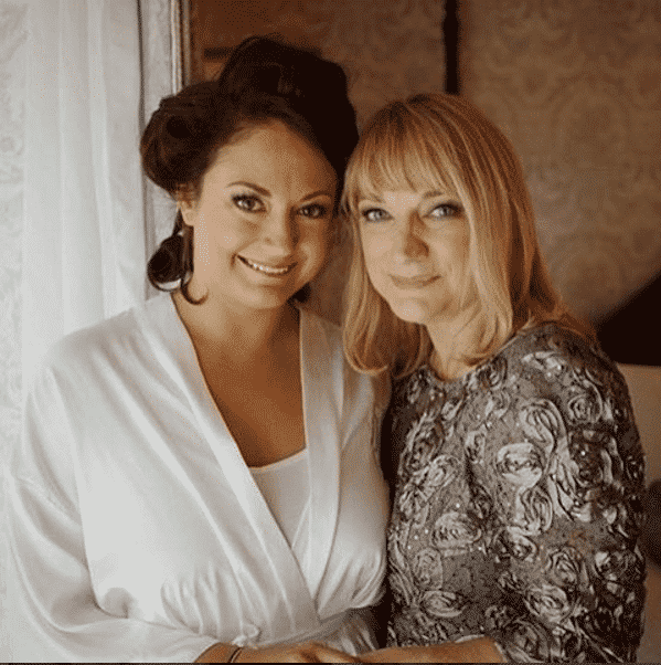 mother-of-bride-grey-outfit Outfits for Brides Mothers-20 Latest Mother of the Bride Dresses