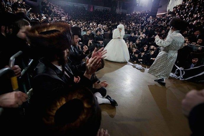 viznitz-grandson-wedding2 50 Romantic Jewish Couples-Wedding and Relationship Photos