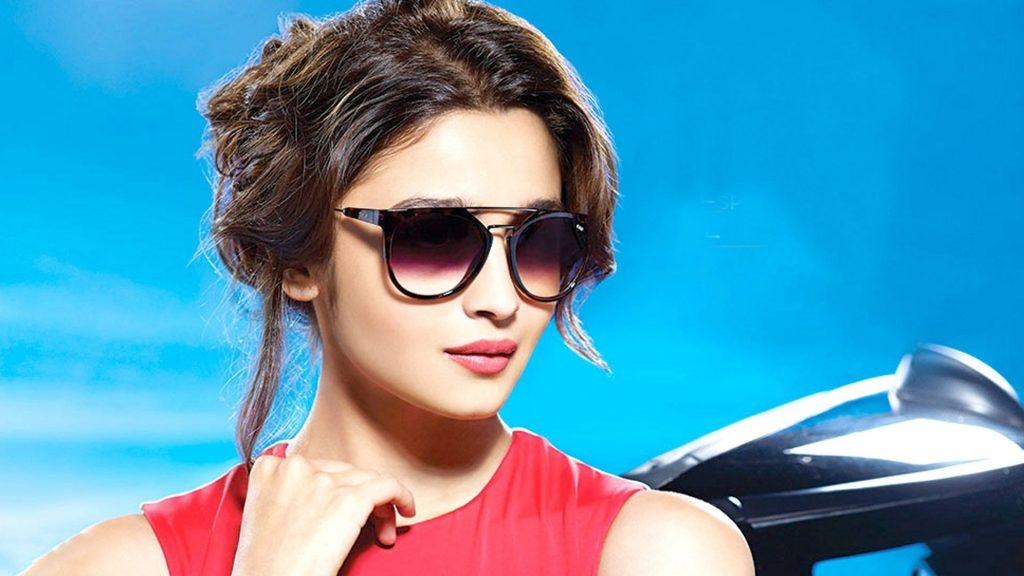 Cute_Alia_Bhatt_with_Sunglasses_Celebrity_HD_Photo-1024x576 Bollywood Actresses Swag-15 Best Swag Looks of Bollywood Actresses