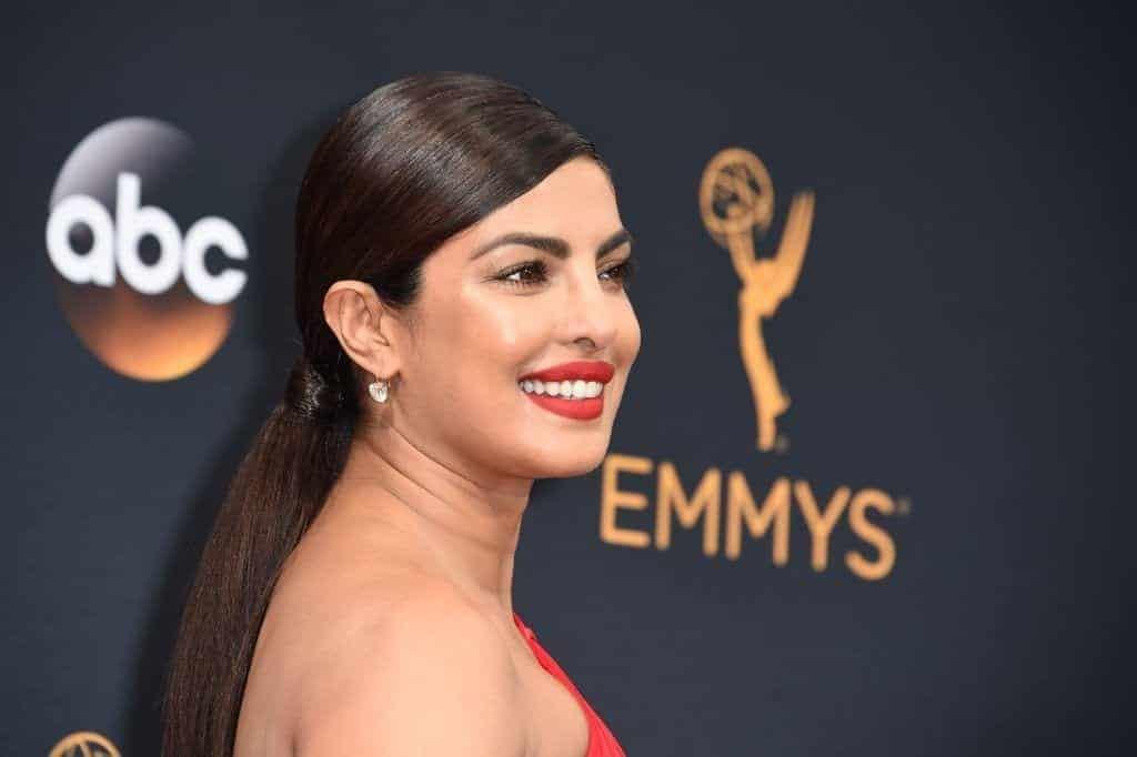 Priyanka-Chopra-Hair-Makeup-Emmy-Awards-2016-1024x682 The Secret To Priyanka Chopra's Golden Bronze Glow