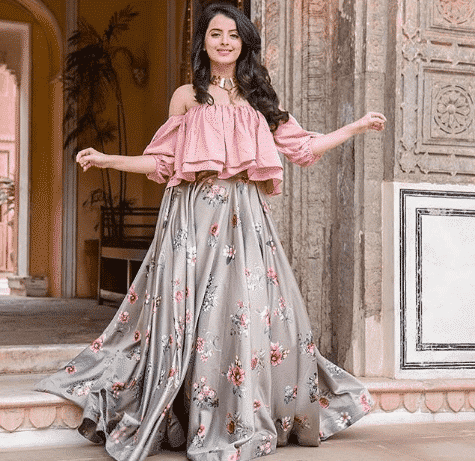 bridesmaid-lehengas-1 Latest Bridesmaid Lehenga Designs-25 New Styles To Try In 2019