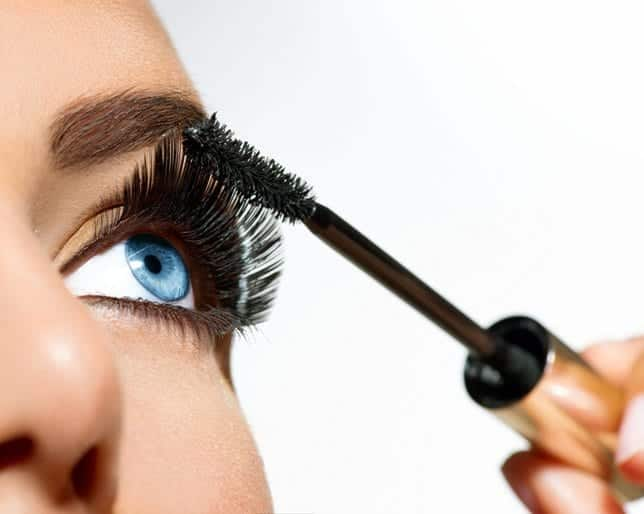 mascara-tips-art_0 13 Pro Secrets to Sweat-Proofing Your Summer Makeup