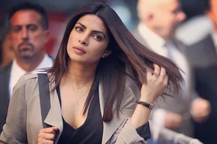 priyanka1 Bollywood Actresses Swag-15 Best Swag Looks of Bollywood Actresses