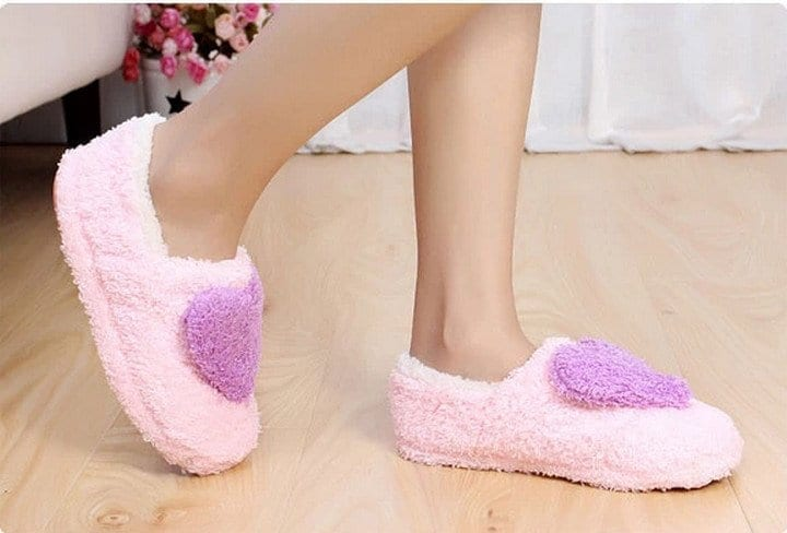 ücretsiz-kargo-Sevimli-kalp-şeklinde-mercan-polar-kadın-kapalı-zemin-terlik-ayakkabı-kız-bayan-ev-terlik Funky Slippers For Girls-These 30 Coolest Slippers you Must Try