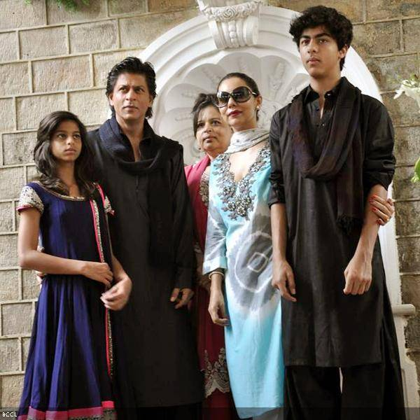 121066096_shahrukh_eid-2 Shahrukh Khan Pictures–30 Most Stylish Pictures Of Shahrukh Khan