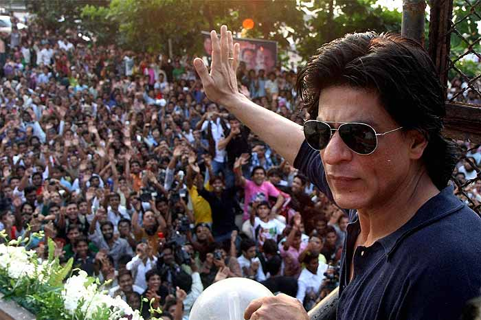 Selfie Shahrukh Khan Pictures–30 Best Pictures Of Shahrukh Khan