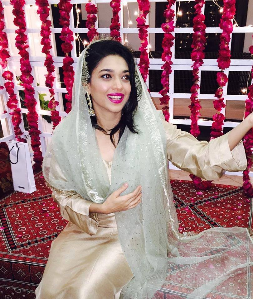 On-which-day-Sanam-Jung-was-looking-more-Beautiful-9 Sanam Jung Wedding Pics – Dholki Mehndi Barat Walima Pictures