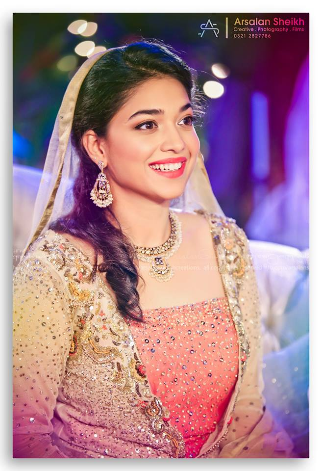 Sanam Jung Age Biography education husband Height daughter ...