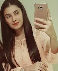 aiza Pakistani Celebrities Snapchat-25 Pakistani Snapchat Accounts to Follow