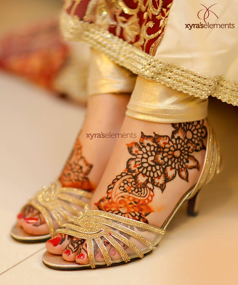 wedding-accessories Pakistani Bride and Groom Photo Shoot-Pakistani Wedding Poses