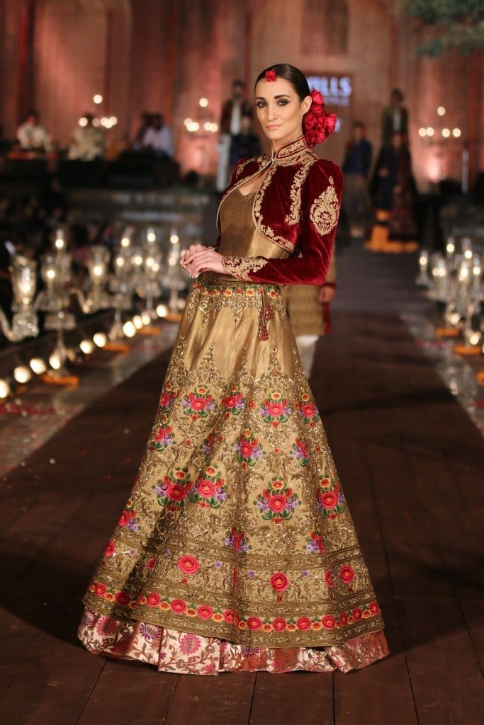 Indian-Dresses-Stylish-Indian-Bridal-Dresses-Manish-Malhotra-02 Manish Malhotra Wedding Dresses 2017-Top 20 Bridal Dress by Manish Malhotra