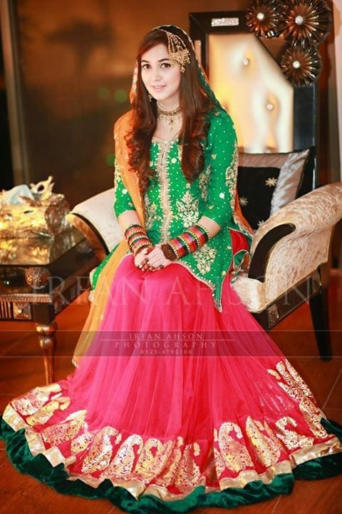 Lehenga-for-mehndi-function-2 2017 Ghagracholi Designs-20 Latest Lehngacholi Styles These Days