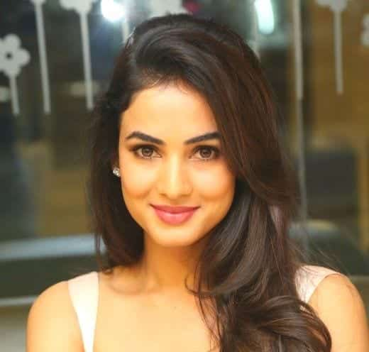 Sonal-Chauhan Indian Celebrity Snapchats-25 Indian Celebrity Snapchat Accounts to follow