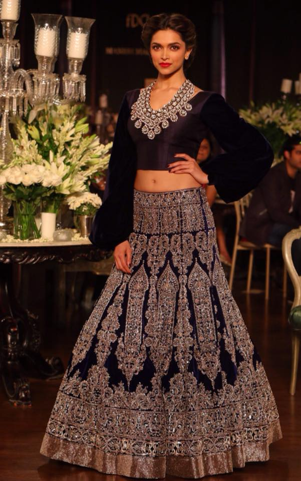 deepika-padukone-wearing-manish-malhotra-lehenga- Manish Malhotra Wedding Dresses 2017-Top 20 Bridal Dress by Manish Malhotra