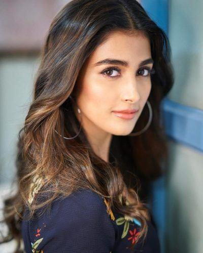 hegdepooja___BkNgErinYhH___-400x500 Indian Celebrity Snapchats-25 Indian Celebrity Snapchat Accounts to follow