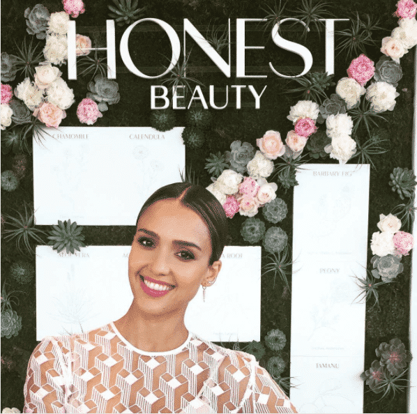 jessica-alba-makeup-honest Healthy Cosmetic Brands-Top 15 Healthy and Organic Makeup Brands