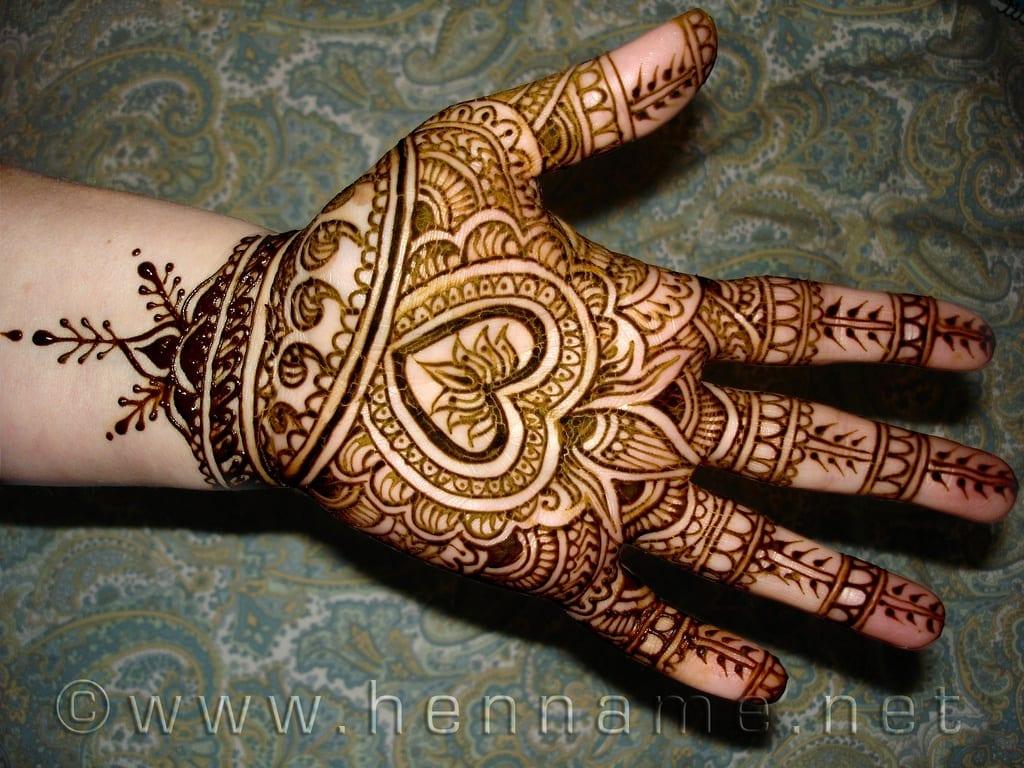 Simple Heart Henna Designs: Heart Shaped Mehndi Designs. 20 Simple Henna Heart Designs
