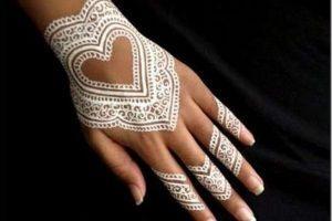 Heart Shaped Mehndi Designs (4)