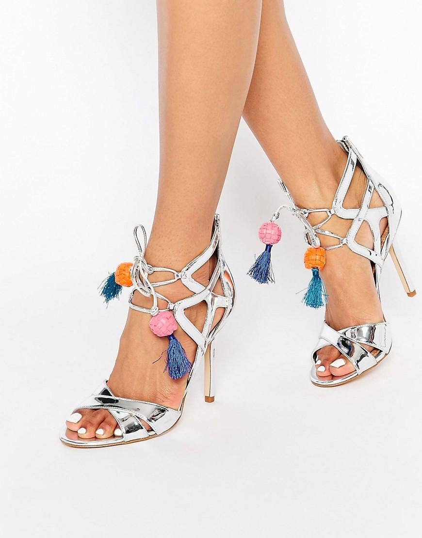 Chic-Funky-Shoewear Funky Outfits for Wedding-30 Funky Styles for Wedding Guests