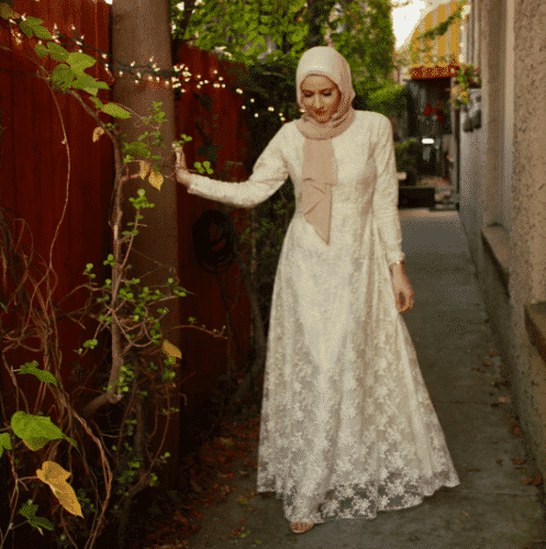 floral-lace-dress-with-hijab-497x500 Hijab with Floral Outfits-20 Ways to Wear Hijab with Florals