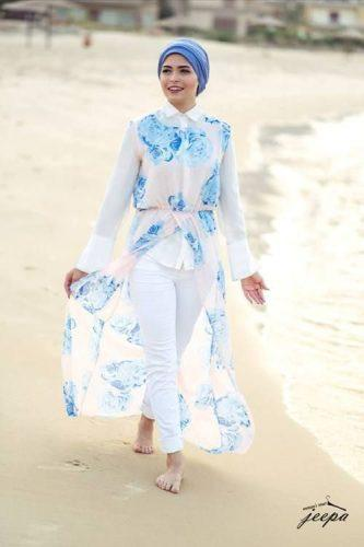 floral-outfit-with-hijab-for-the-beach-333x500 Hijab with Floral Outfits-20 Ways to Wear Hijab with Florals