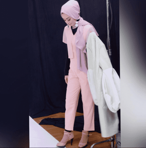 hijab-with-pink-jumpsuit-492x500 Hijab with Jumpsuits - 16 Ways to Wear Jumpsuit with Hijab