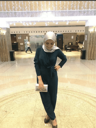 metallic-hijab-with-jumpsuit-374x500 Hijab with Jumpsuits - 16 Ways to Wear Jumpsuit with Hijab