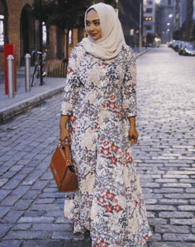 nude-colour-hijab-with-floral-abaya-395x500 Hijab with Floral Outfits-20 Ways to Wear Hijab with Florals
