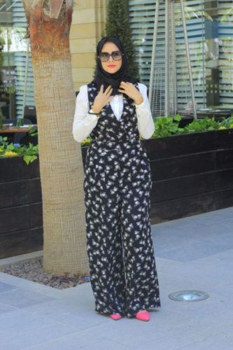printed-jumpsuit-with-hijab-333x500 Hijab with Jumpsuits - 16 Ways to Wear Jumpsuit with Hijab