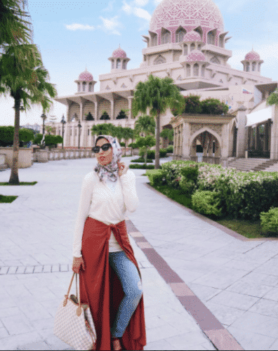 hijab-travel-tips-396x500 Travelling in Hijab-Top 20 Travelling Tips for Stylish Hijabis