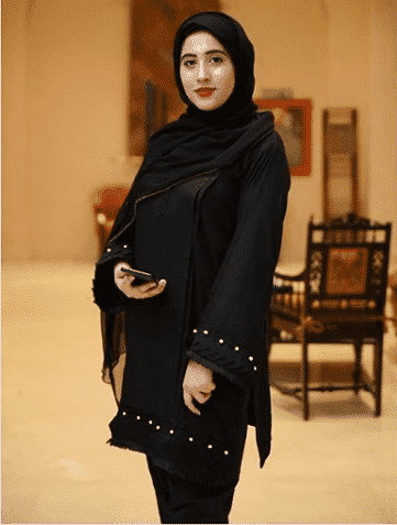 full-black-with-hijab 21 Best Ways to Wear Hijab with Shalwar Kameez Elegantly