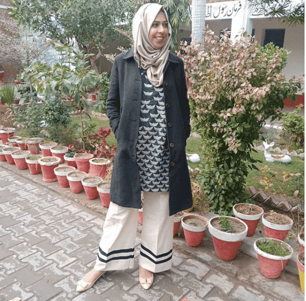 winter-style-with-coat 21 Best Ways to Wear Hijab with Shalwar Kameez Elegantly
