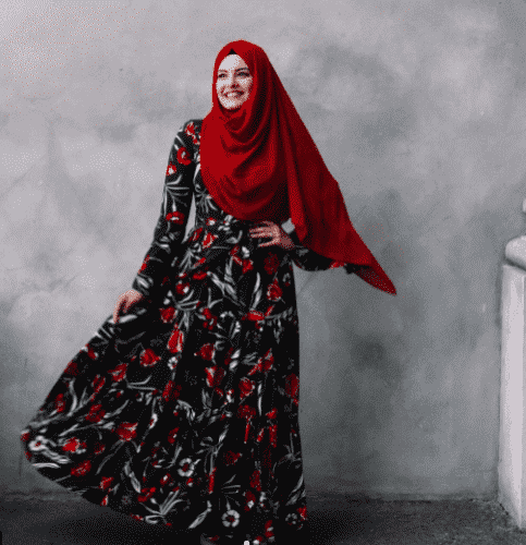 hijab-with-floral-gown-483x500 How to Wear Hijab with Gowns ? 20 Modest Ways to Try