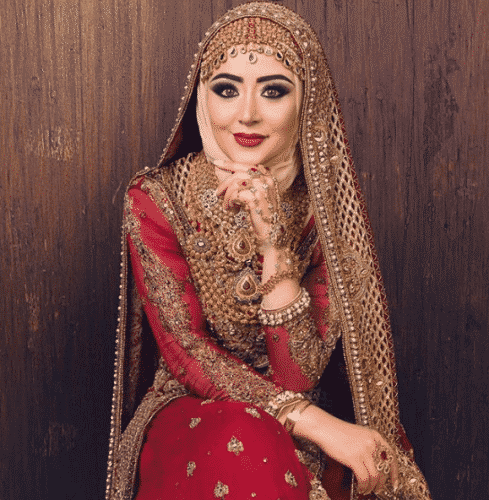 hijabi-bride-489x500 15 Modest Ways for Women To Wear Shalwar Kameez Fashionably