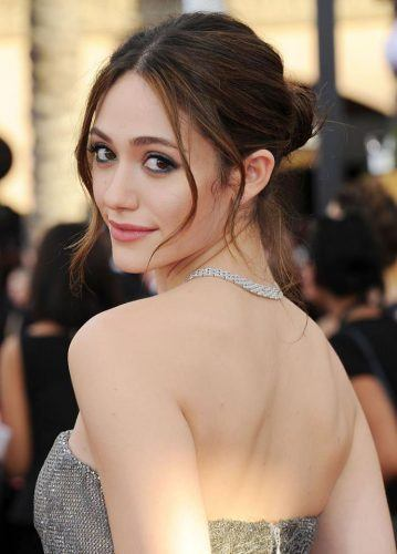 emmy-rossum-cute-dp-359x500 Cute DPs of Jewish Girls – 30 Best Jewish Girls Profile Pics