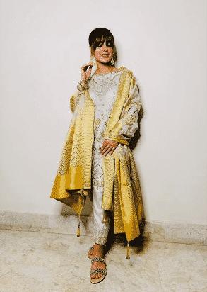 iqra-aziz-engagement Iqra Aziz Pictures - Journey & Transformation Of Iqra Aziz